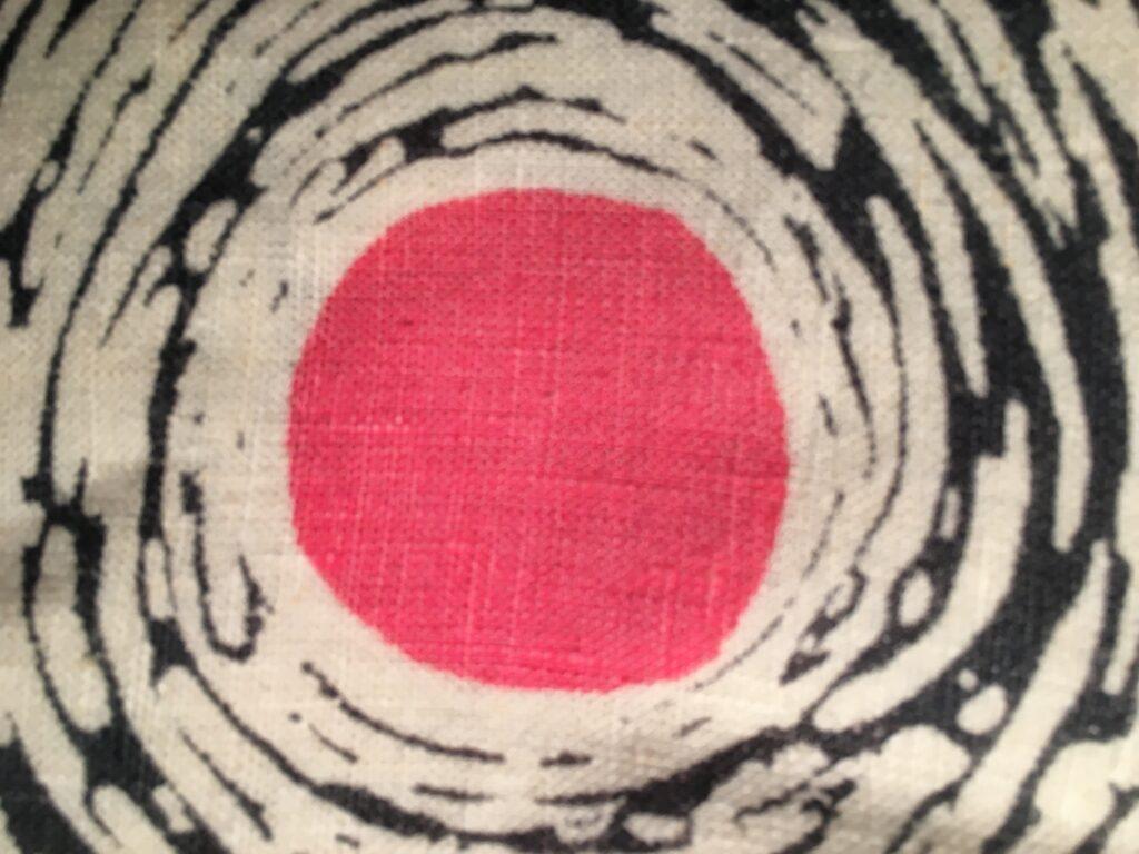 """<img src=""""IMG_1425-scaled.jpg"""" alt=""""billedkunstner susanne egfjord tekstil udsnit"""">"""